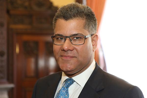 Former banker announced as housing minister