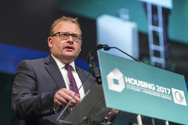 Minister promises new LHA cap proposals this autumn