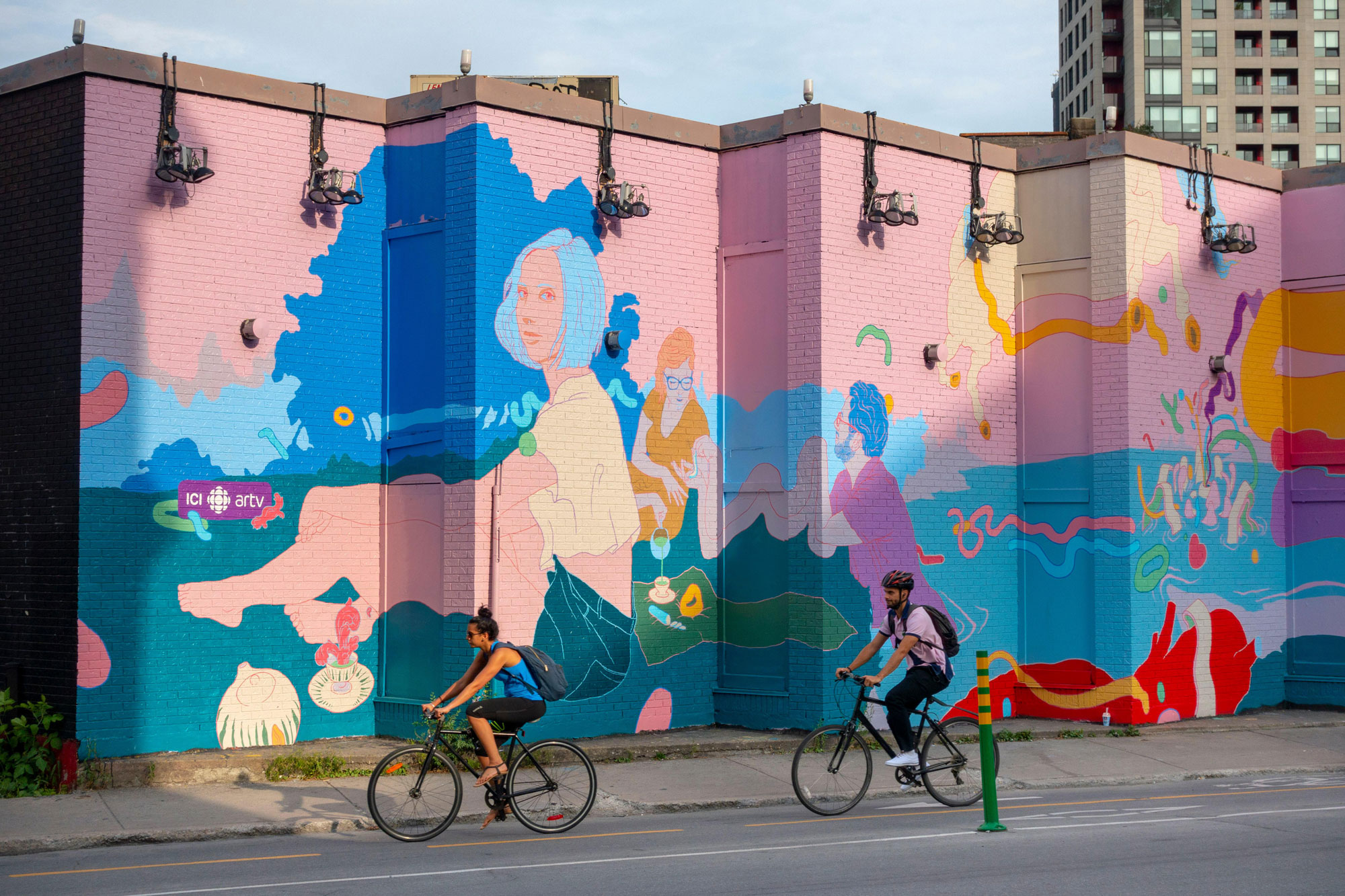 Marc O'Brien of Doras Creative, during Montreal's Mural Festival, 2018 Photo: Renault Philippe/Alamy