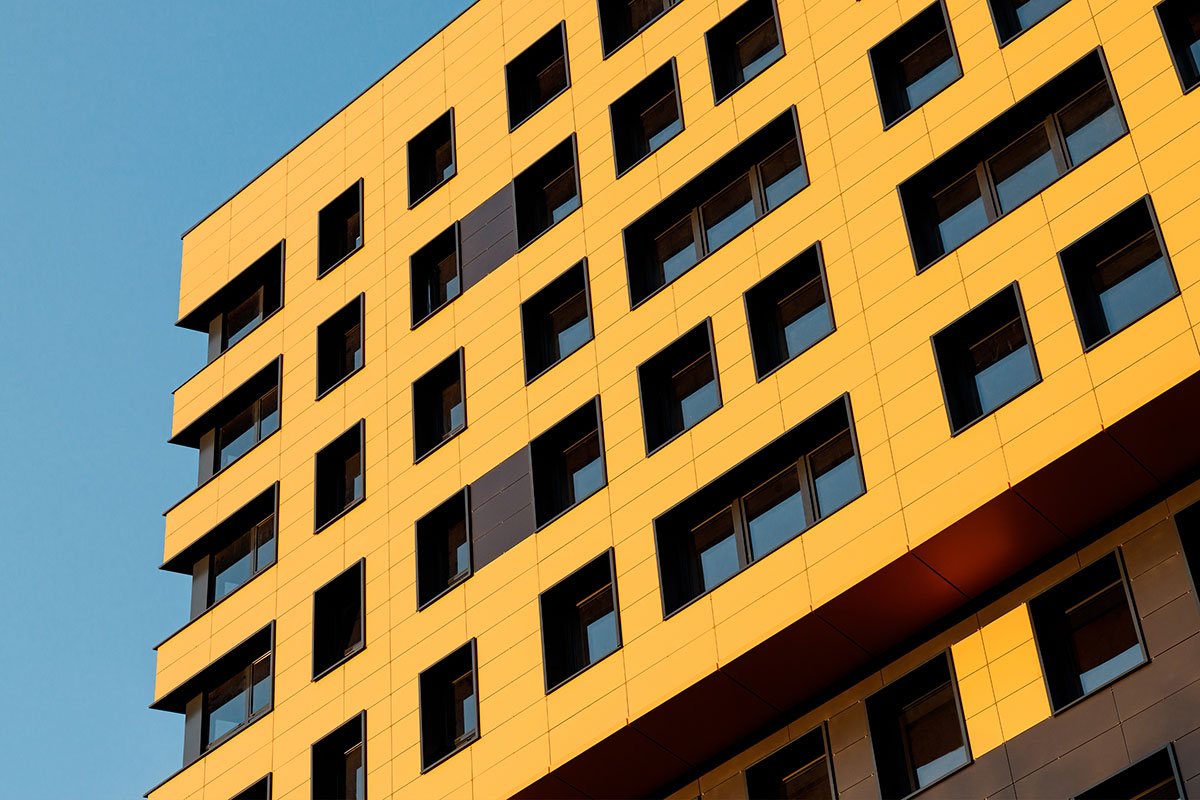 What does Inside Housing's survey of leaseholders impacted by the cladding crisis show?