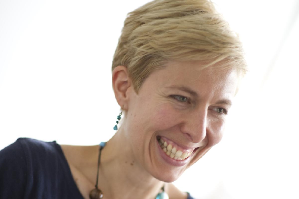 Laura Gelder-Robertson.jpg