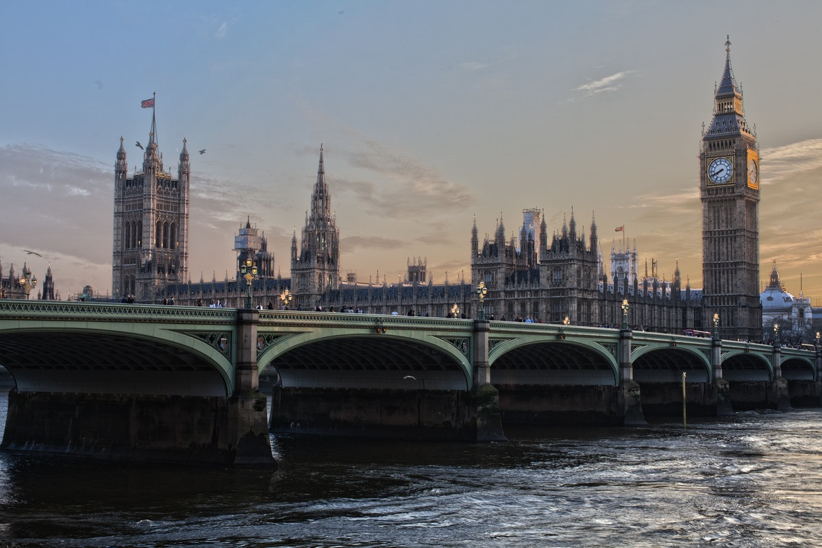 Firms must commit to net zero to win major government contracts