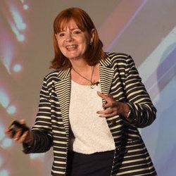 Linda  Moir